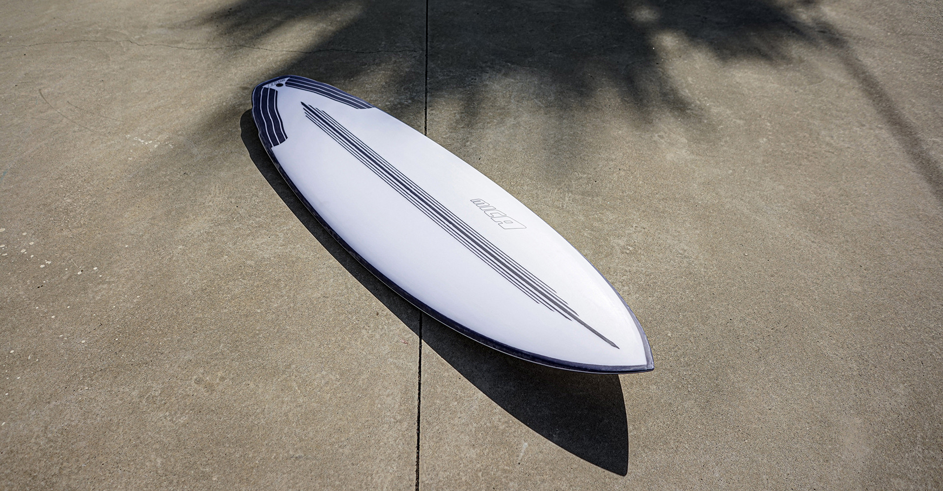 The Peter's Relaunch in Epoxy with Carbon - custom shape by Micasurfboards